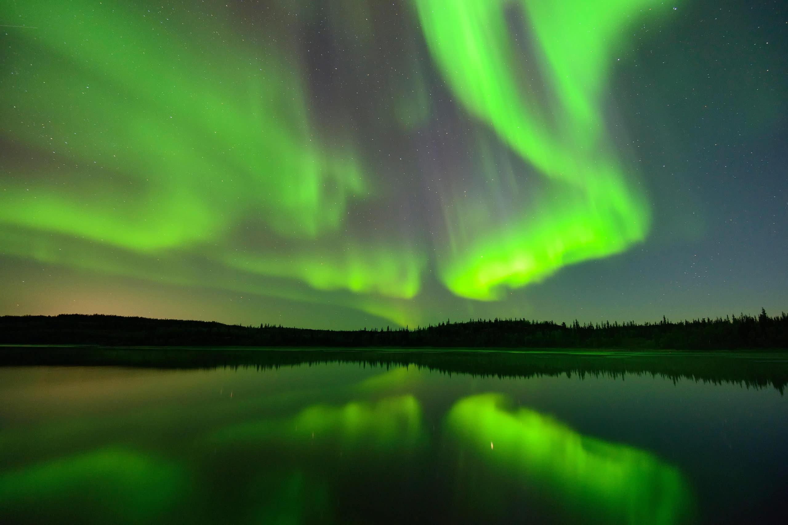 الأضواء الشمالية والجنوبية وحدوث عاصفة شمسية