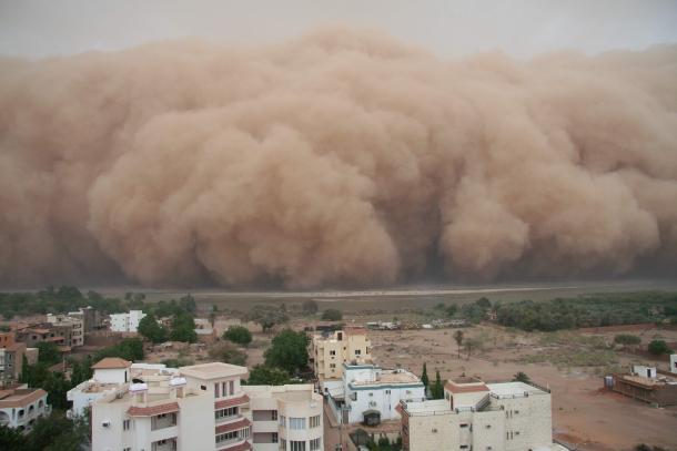 العاصفة الترابية