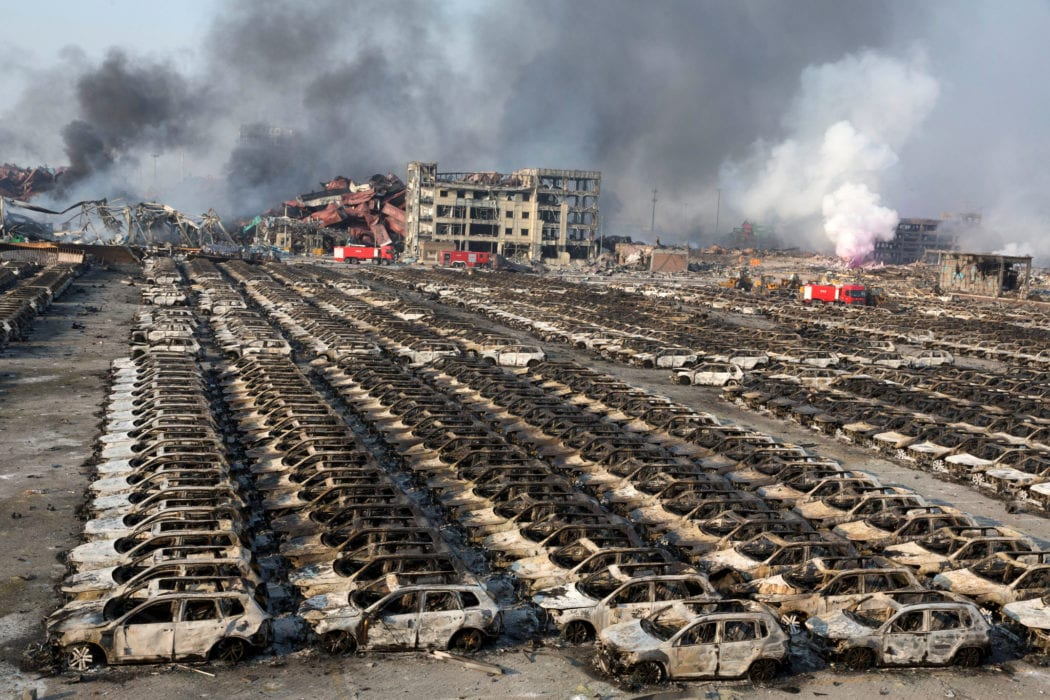 السيارات المستوردة من الخارج وقد تحطمت في مرفأ بيروت - زائف