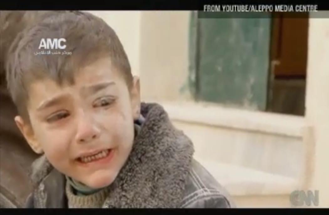 طفل لبناني فقد أهله في انفجار لبنان عنوان مضلل