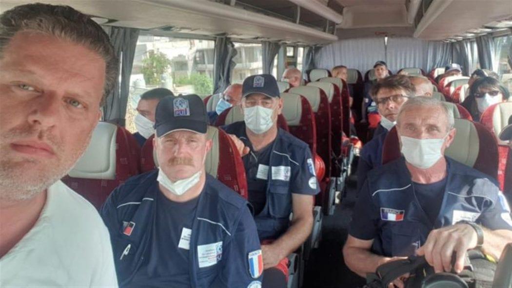 طواقم الإغاثة مساعدات فرنسا إلى لبنان