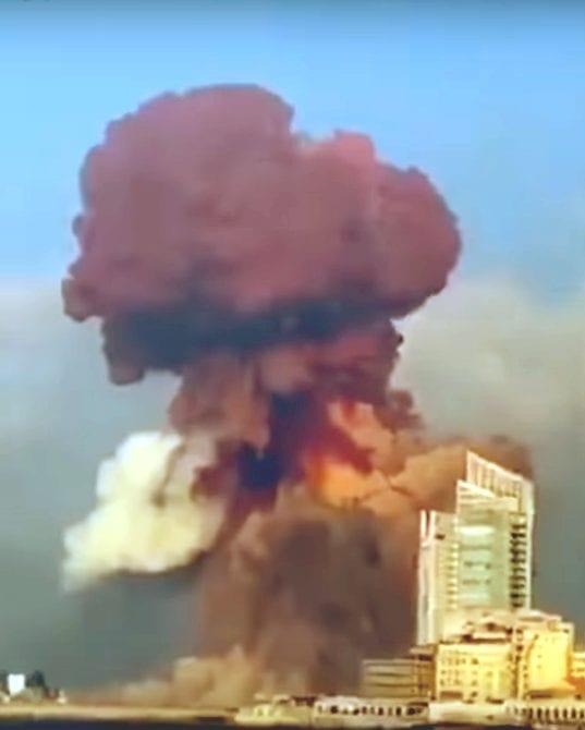 الغمامة الحمراء الناتجة عن تفجير بيروت