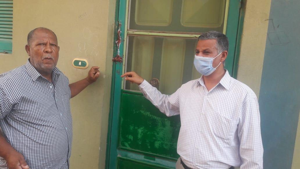 غلق عيادة الطبيب المصري الذي ادعى إجراء عملية الدجاجة الجراحية