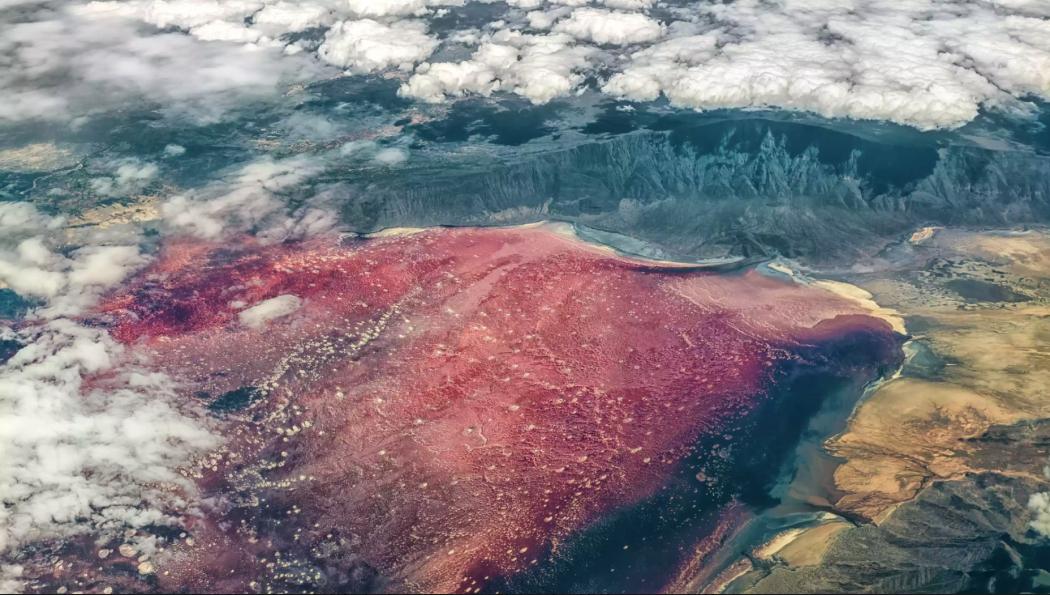 صورة جوية حقيقية بحيرة النطرون تنزانيا