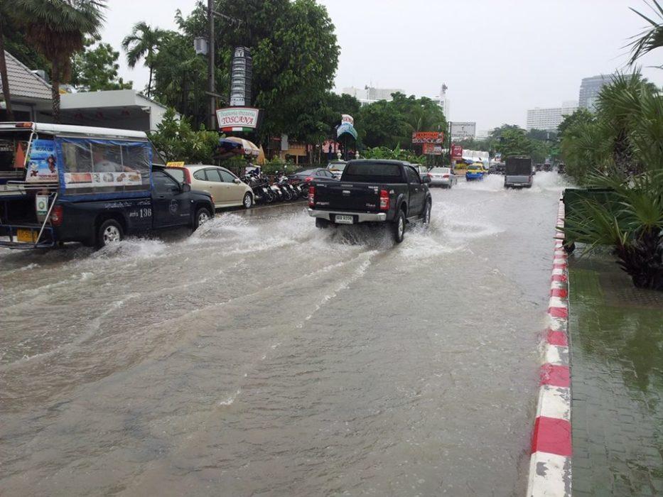 صورة حقيقية فيضانات وقعت في مدينة Pattaya تايلاند