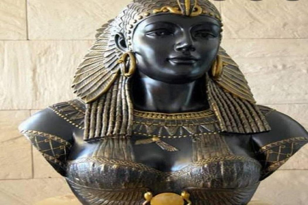 صورة تمثال كليوباترا وليس أول طبيبة فرعونية مصرية فتبينوا
