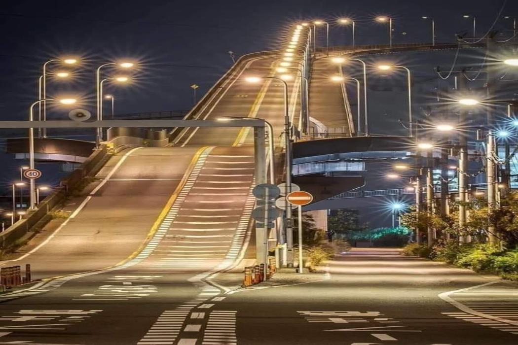 في اليابان جسر وليس مصر